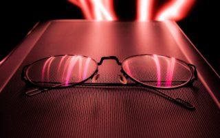 Olhar para Luz Vermelha Pode Prevenir Problemas de Visão