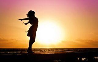 5 Benefícios do Sunning (Banho de Sol nos Olhos)